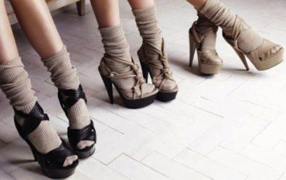 Calzino con sandalo? Non più orrore ma un must nelle sfilate milanesi