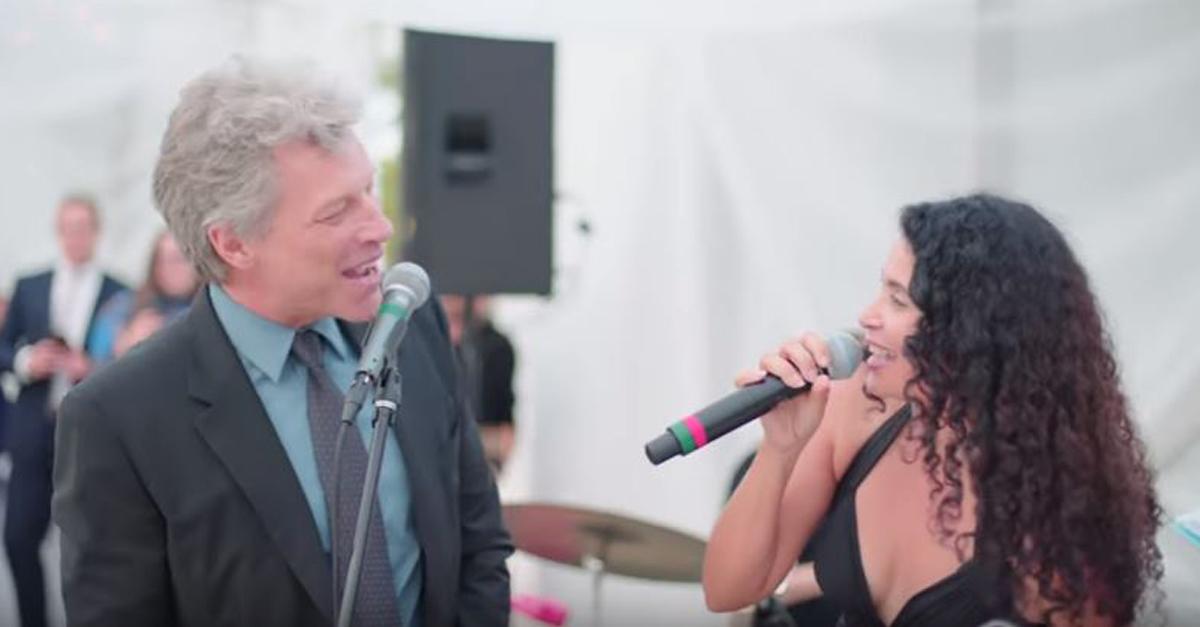 Invitato ad un matrimonio, Bon Jovi canta per gli sposi